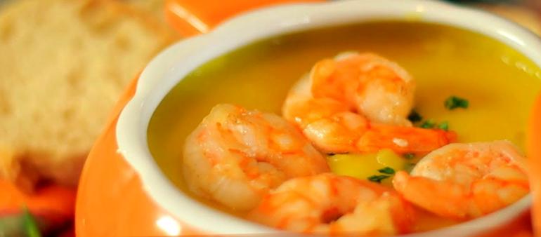 Entrada: Sopa de camarão com batata baroa