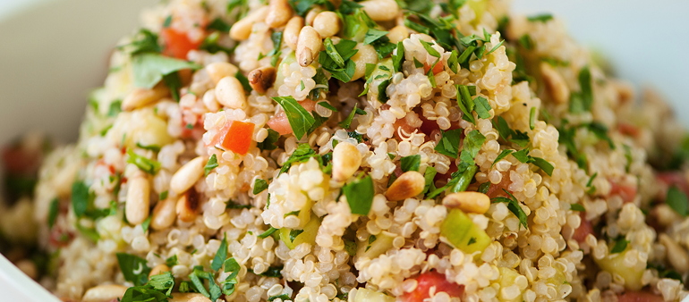 Entrada: Salada colorida de quinoa
